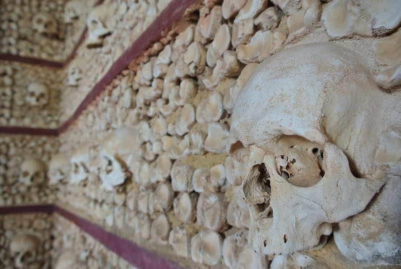 capela dos ossos - Conheça Faro, Portugal!