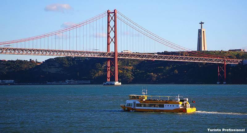ponte sobre o rio tejo lisboa - Almada, Portugal