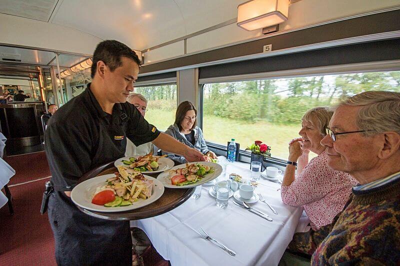 refeicao a bordo trem no canada - The Canadian: dicas práticas para cruzar o Canadá de trem