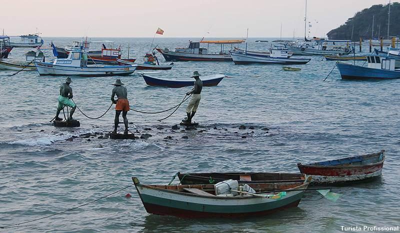 escultura os tres pescadores buzios - Búzios RJ: 30 dicas de viagem!