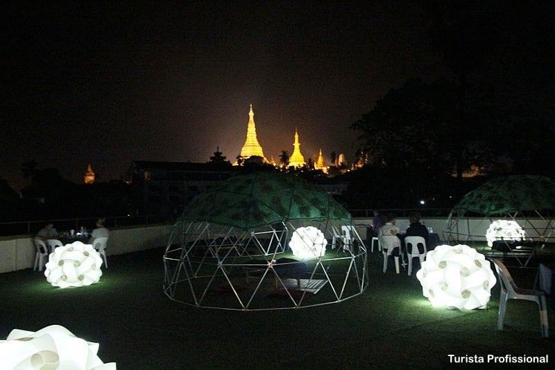vista noturna do templos em Yangon