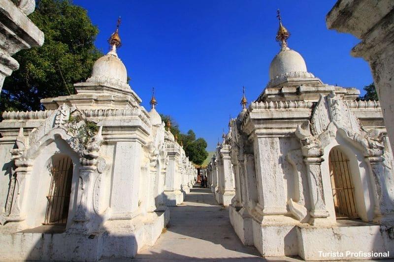 Kuthodaw Pagoda e o maior livro do mundo em Mandalay