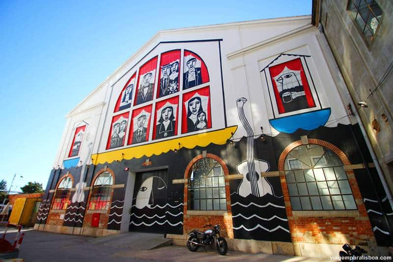 painel grafite lx factory - LX Factory, o lado cool de Lisboa