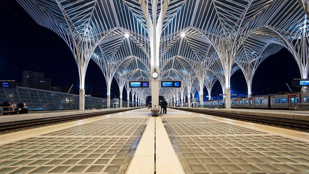 trem em Lisboa - Estação do Oriente em Lisboa